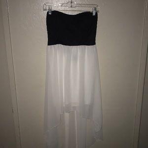 Black/White Strapless Flowy Dress